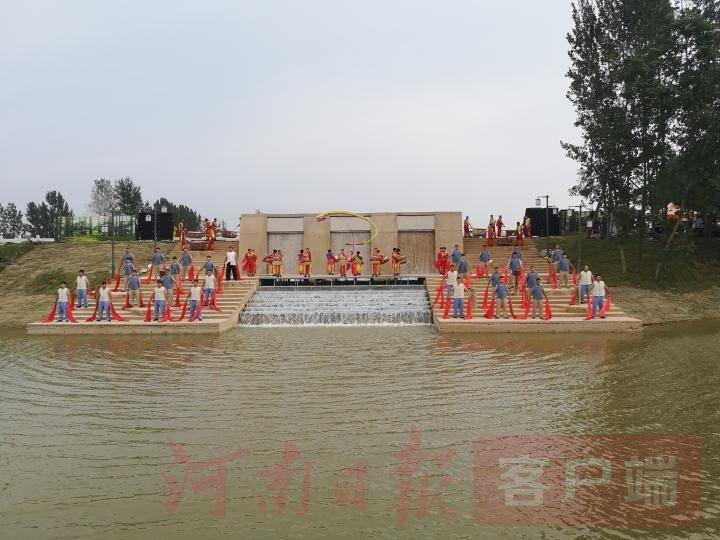 黄河歌谣水韵广场歌舞表演.jpg