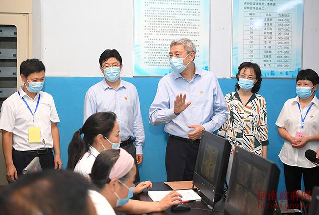 尹弘到登封檢查高考準備工作 鼓勵考生特殊時期考出優異成績