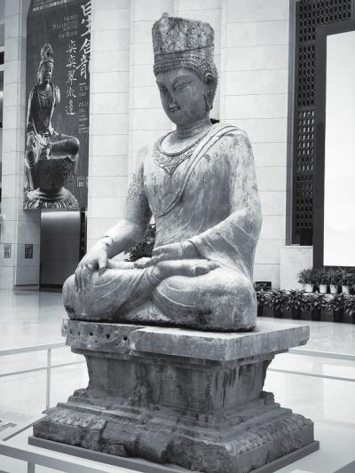 龍門石窟寶冠佛坐像亮相深博 系國內現存最早的初唐密宗圓雕造像首次展出