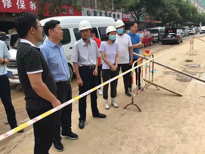 省住建厅党组成员、副厅长李新怀调研指导郑州在建工地复工复产工作