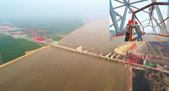 郑(州)济(南)铁路黄河桥正在加紧施工