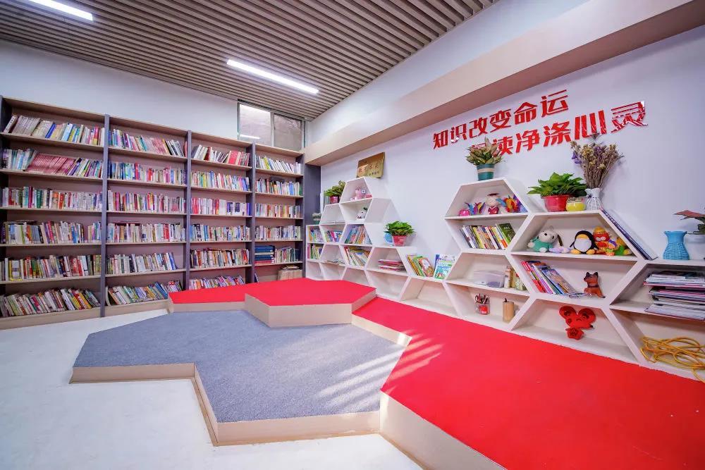 那个开在超市里的图书馆,经新华社报道后彻底变了……