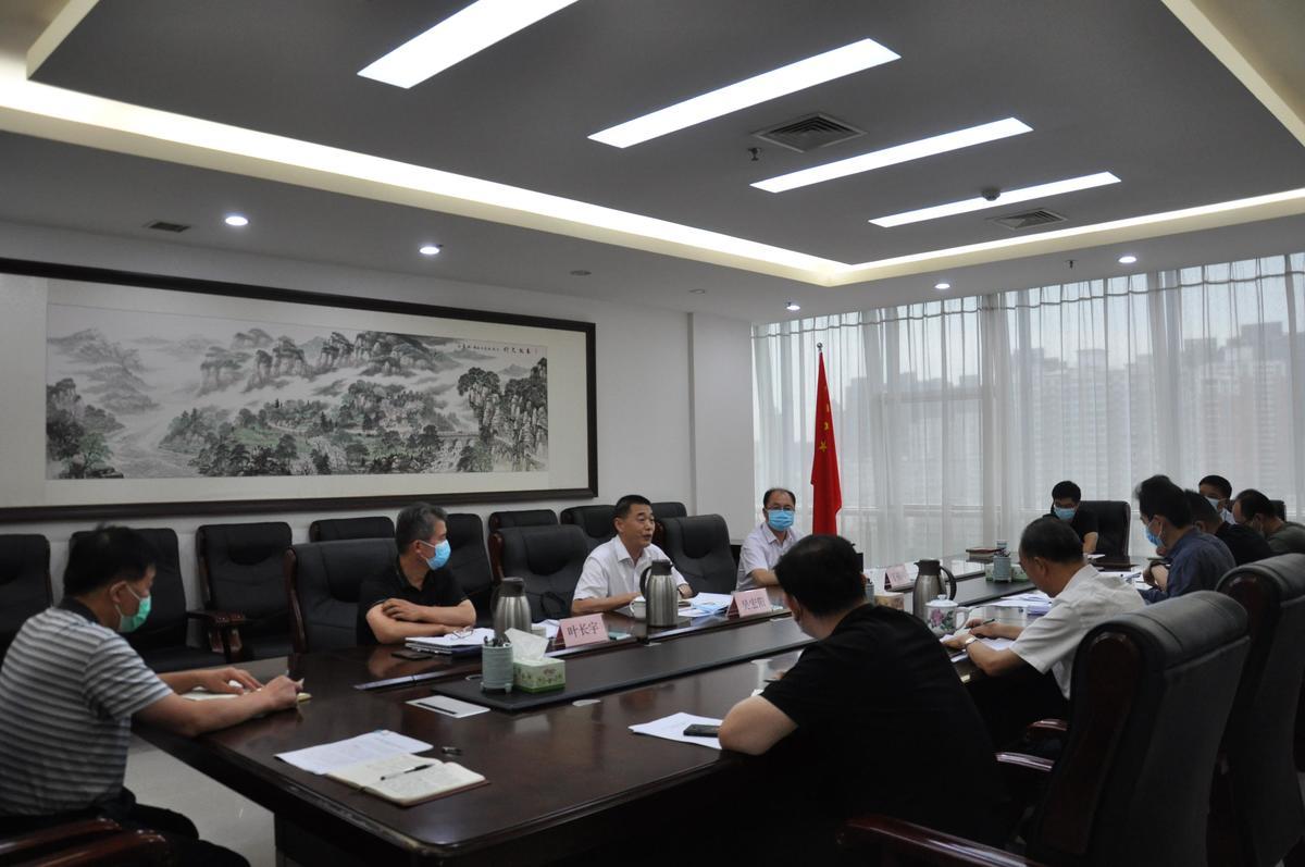 李宏伟以普通党员身份参加所在党支部专题组织生活会