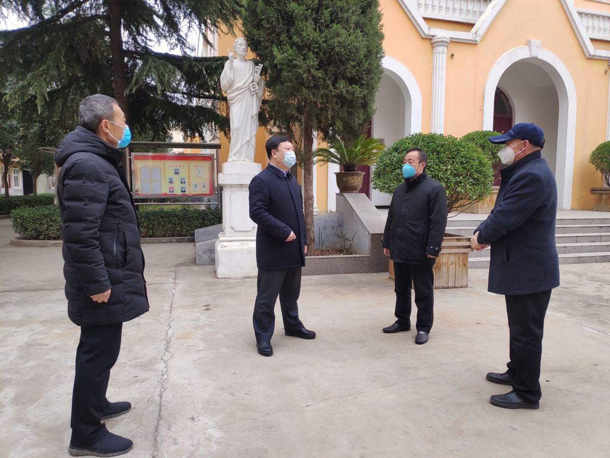 省民族宗教委调研宗教活动场所疫情防控工作