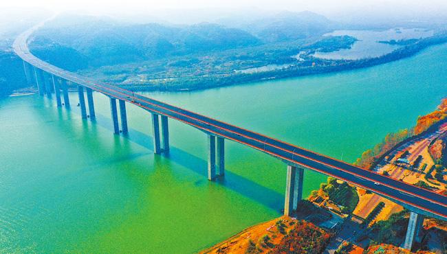 """我省高速公路""""13445工程""""首批9个项目签约 建设里程521公里,投资规模789亿元"""