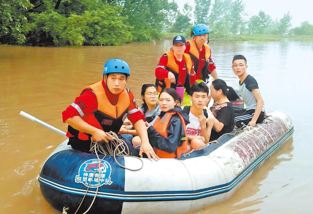 河南救援队赶赴安徽多地抗洪救灾