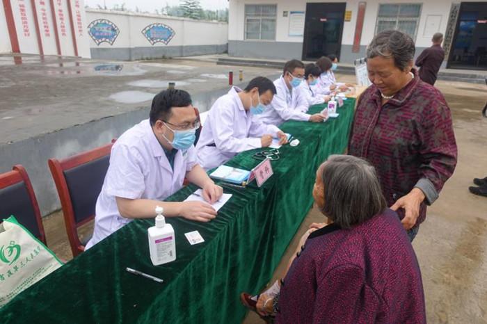 省林业局联合省直三院到定点帮扶村开展惠民义诊活动