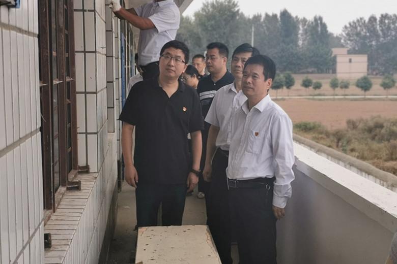 省粮食和储备局党组书记、局长张宇松到贺店村调研定点帮扶工作
