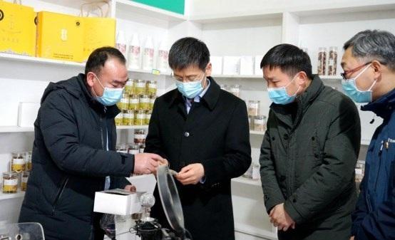 省局党组书记、局长陈红瑜到定点扶贫村调研慰问