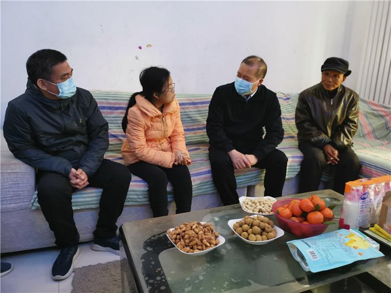 省教育厅党组成员、副厅长张传广赴新乡市封丘县和长垣市慰问特困教师