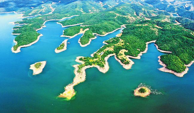 Bird's-eye View of the Danjiangkou Reservoir