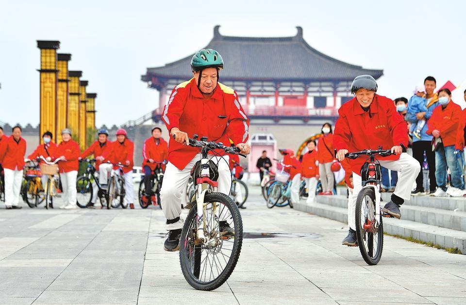 Chongyang Festival Celebrated in Luoyang
